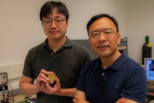 Wei Lu of the University of Michigan and collaborator Seung Hwan Lee, an electrical engineering PhD student, built a programmable memristor array